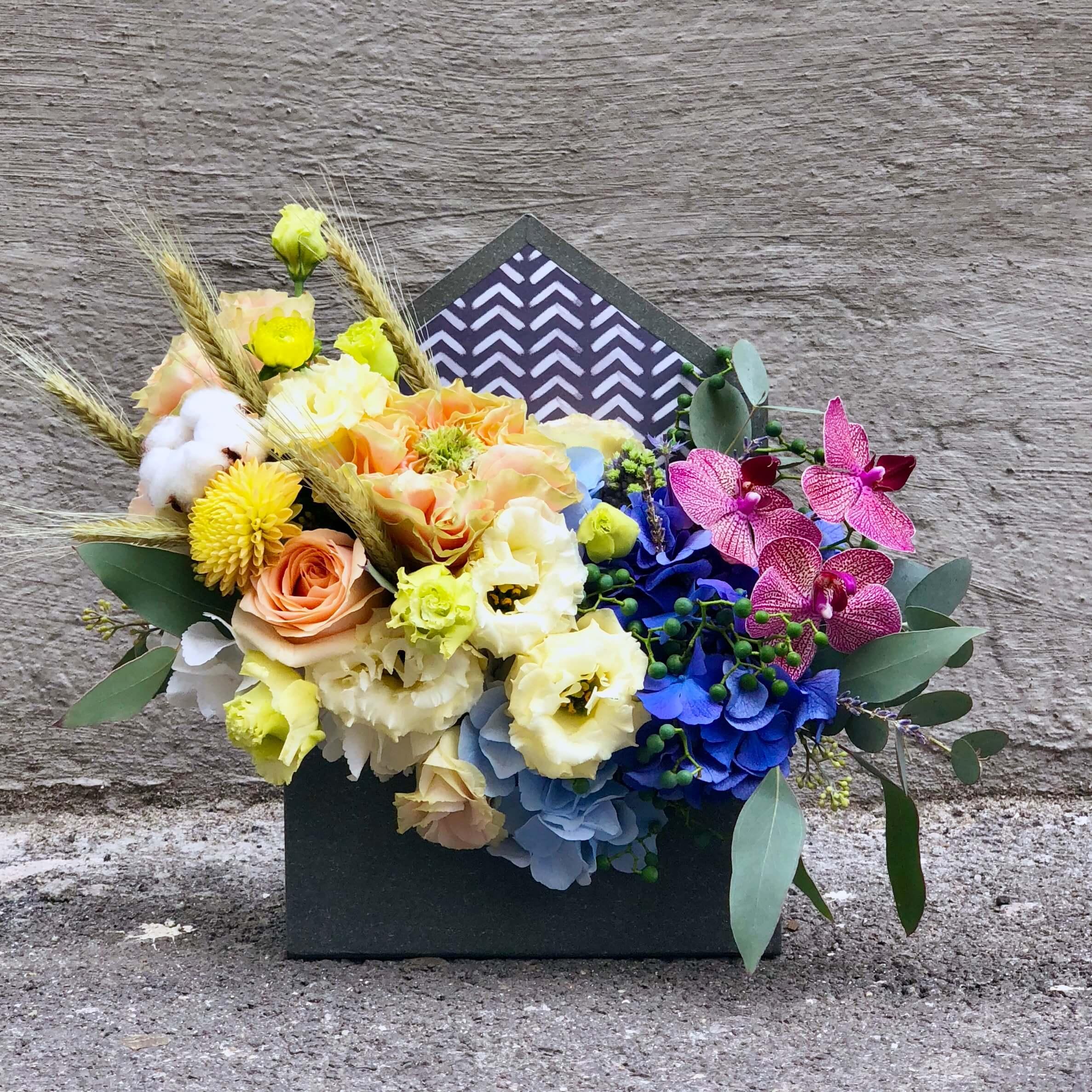 Aranjament Floral Cu Hortensia Albastra Imodflowers