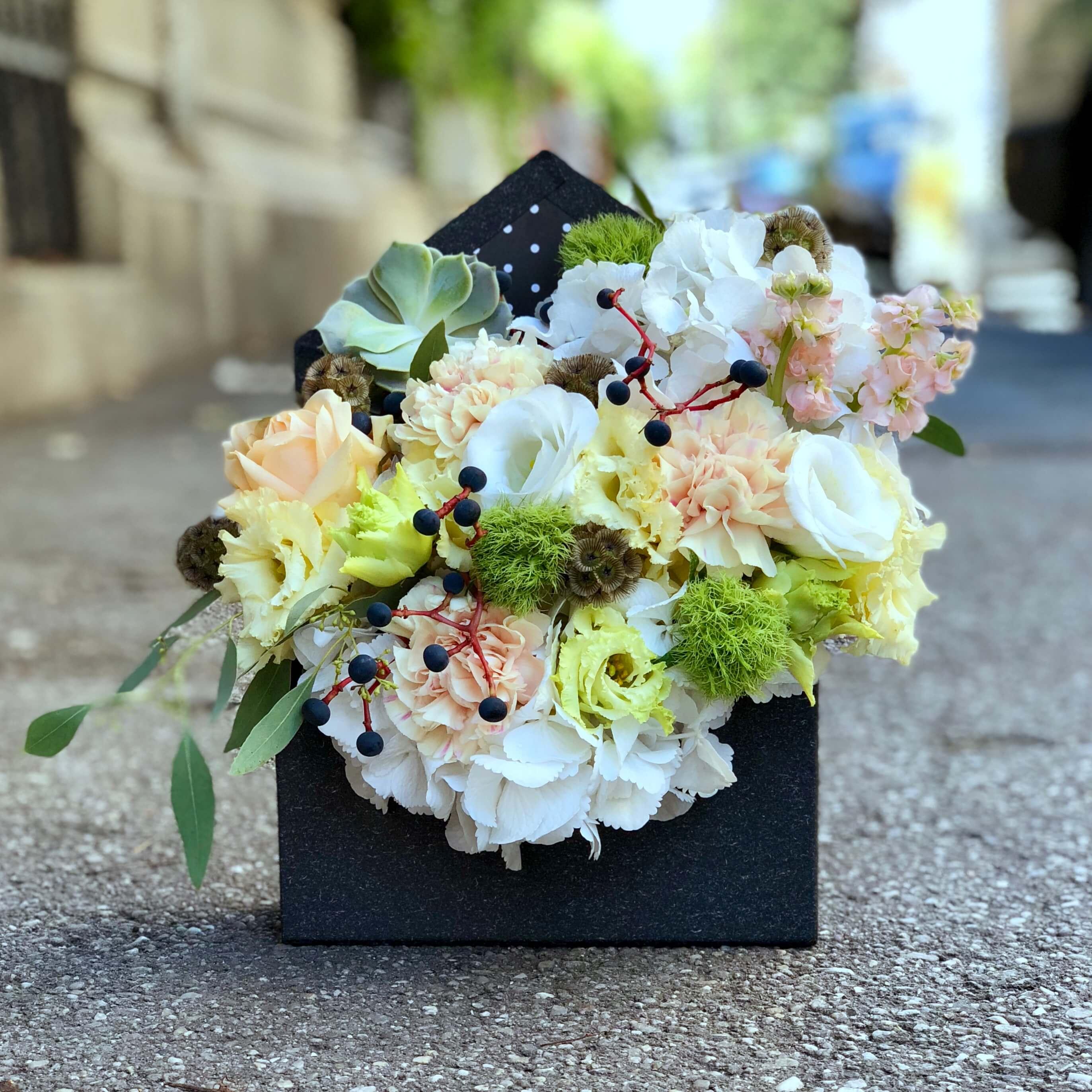Aranjament Floral Cu Hortensia Alba Imodflowers